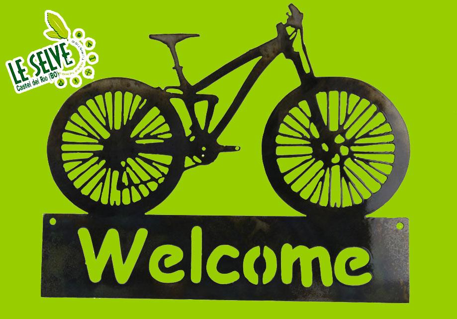 "<a style=""color:#ffffff;"" href=""http://www.leselvecasteldelrio.it/mountain-bike/"">Scopri di più</a>"